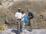 Olivier, Sharon, Joe Dufek, Kos beach sieving
